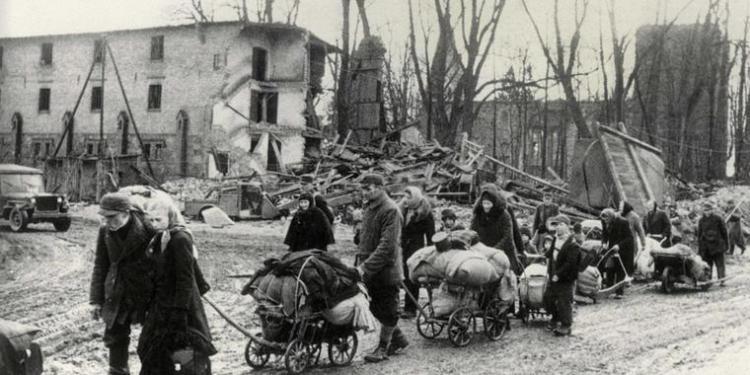 Baumheier_Flüchtlinge aus den ostgebieten 1945_Quelle akg-images