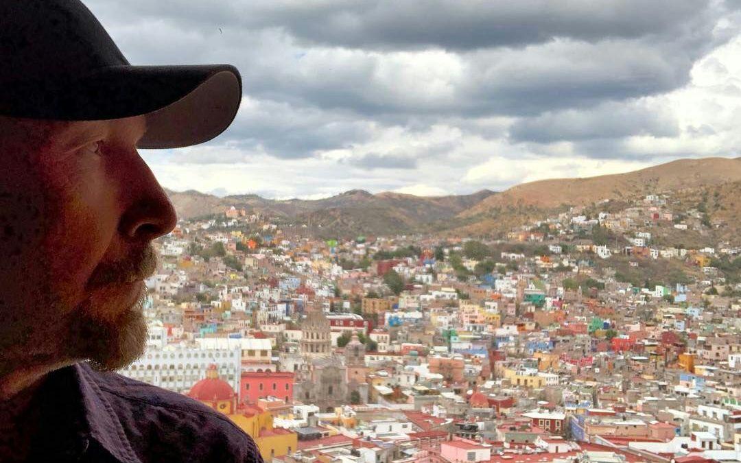 It's a beautiful day: Electriza 'The Edge' a fanáticos con foto en Guanajuato
