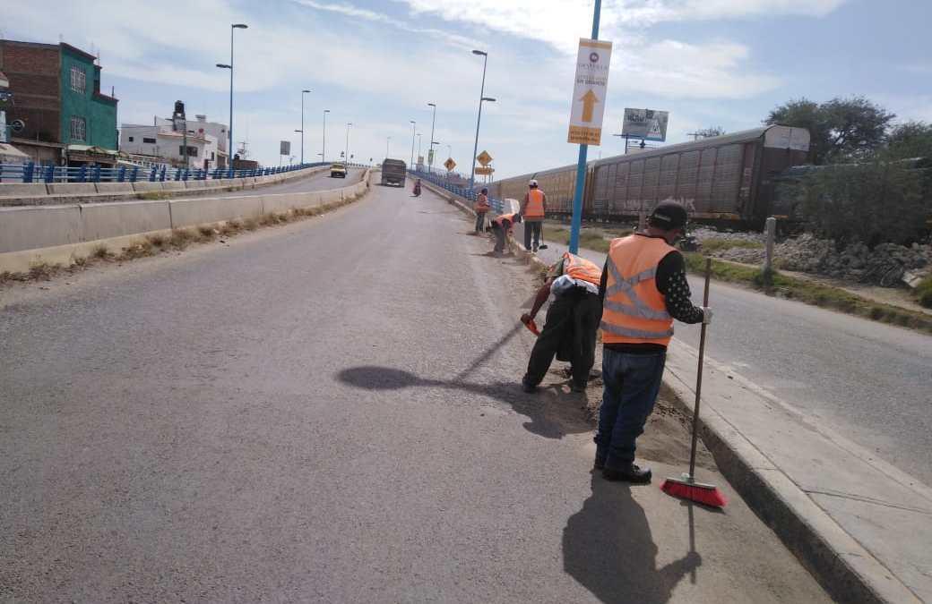 #Chulada: Limpian el distribuidor vial Silao-Romita