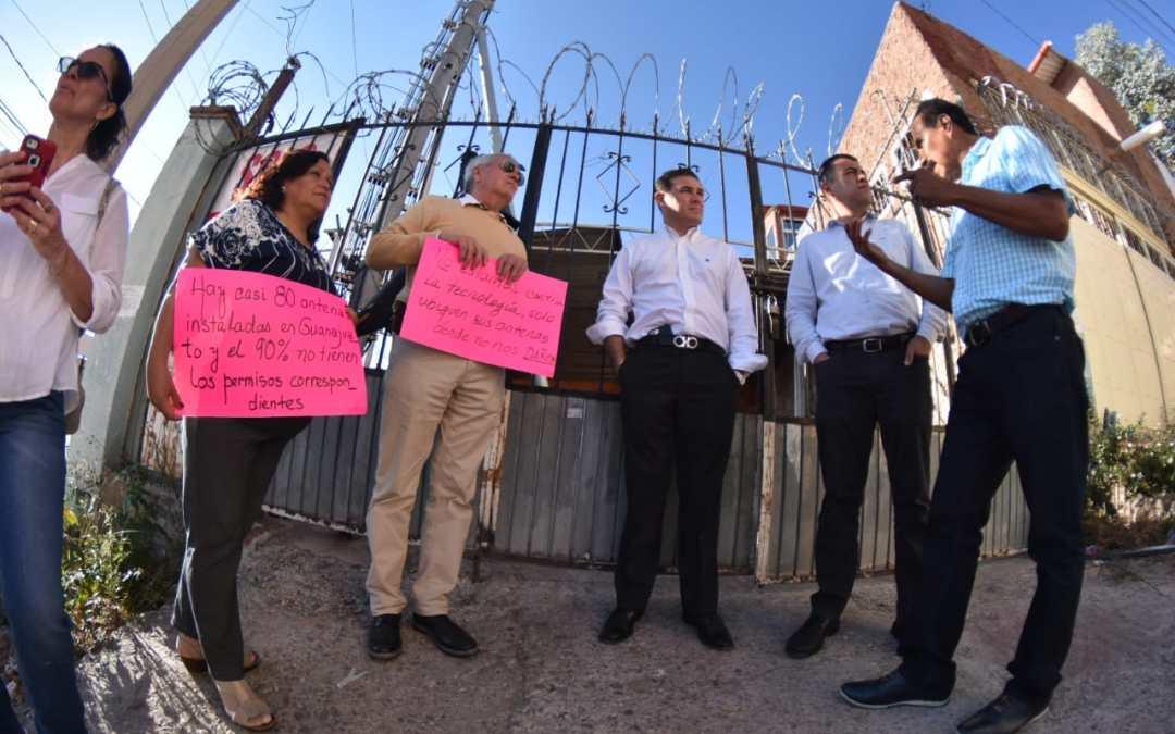 Alcalde 'chambeador': Atiende personalmente a vecinos de Guijas