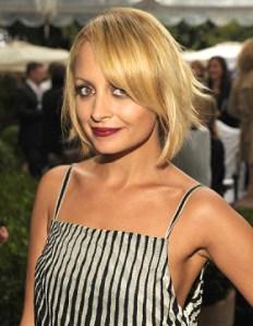 Nicole Richie: Luce el look bob en tendencia, más largo por los lados y corto por la nuca, que da mucho volumen a su cabello fino.
