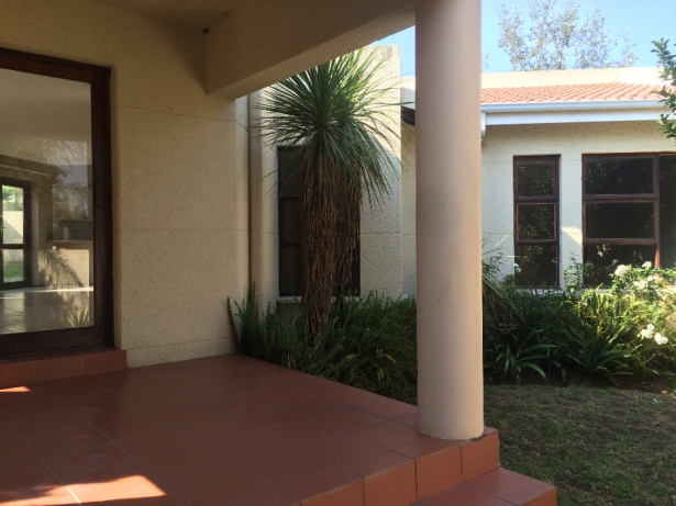 Patio House - 2 Bedroom Cluster Home in Douglasdale Fourways Gardens in Johannesburg, South Africa - For Rent: R R12,500 per month