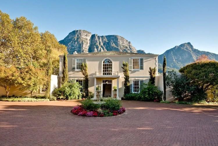 4 Bedroom Mansion in Bishopscourt, Western Cape - R26,650,000