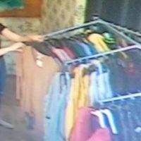 Și-a completat garderoba cu o bluză furată dintr-un magazin din Bârlad