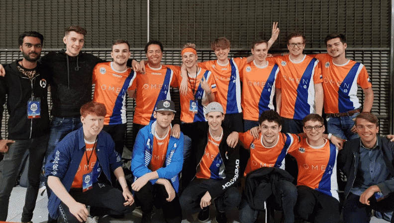 The 2019 Team Netherlands Overwatch team stand together in their jerseys and smile