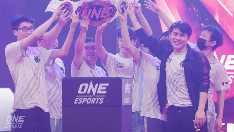 The champions of the ONE Esports Dota 2 Singapore Major, Invictus Gaming, hold up the champion's belt after winning the Grand Finals