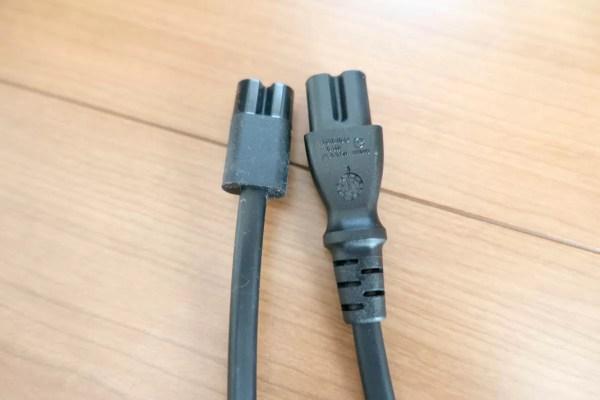 ACアダプタとのコネクタも形状が異なる