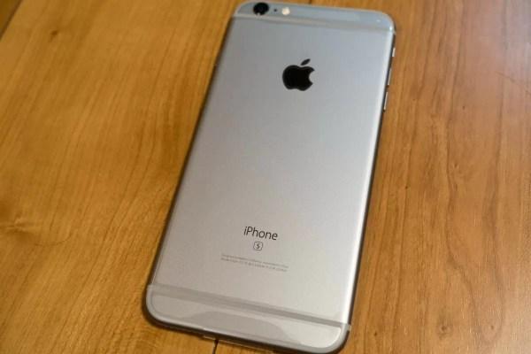 US版SIMフリーiPhone 6s Plus背面