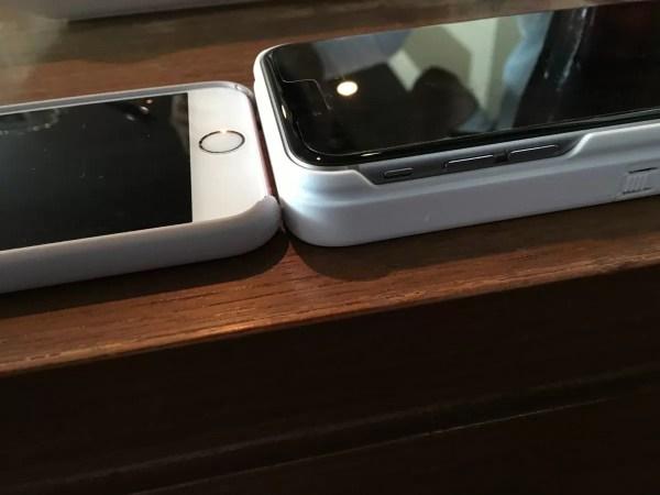 iPhone 6s用シリコンケースとの比較。やはり分厚い