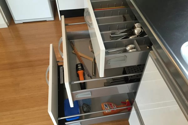 キッチンツールから食器まわりの洗剤など、ひととおり揃っています。