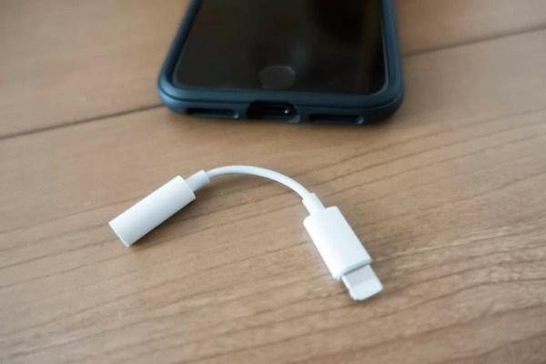 iPhone 7とLightning - 3.5 mmヘッドフォンジャックアダプタ