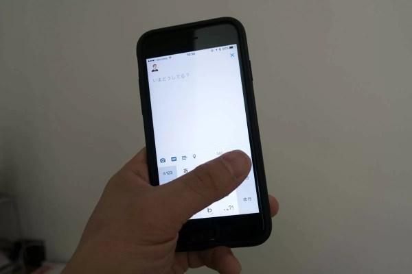iPhone 7も苦労するレベルではないが、両手の方が楽