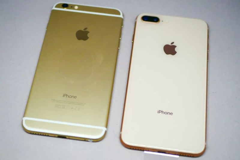 左がiPhone 6 Plus、右がiPhone 8 Plus