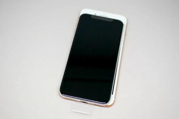 iPhone XとiPhone 8 Plusの比較(上から)