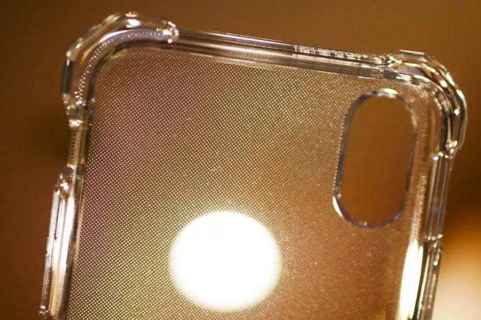 内部はiPhoneに密着しすぎないような加工が施されている