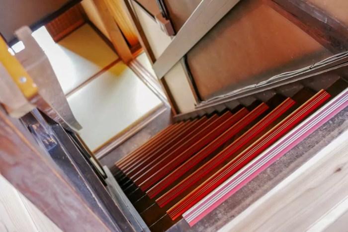 古民家なので階段は角度が急