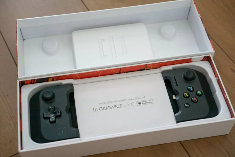 「GAMEVICE Game Controller for iPhone v2」本体