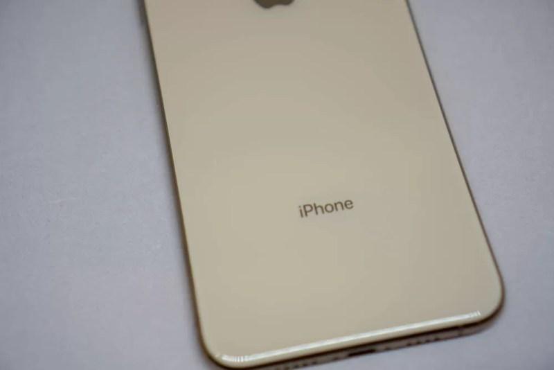刻印は「iPhone」のみ