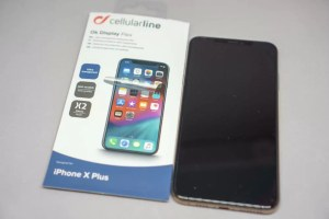 Cellularline「OK DISPLAY」貼り付け後のiPhone