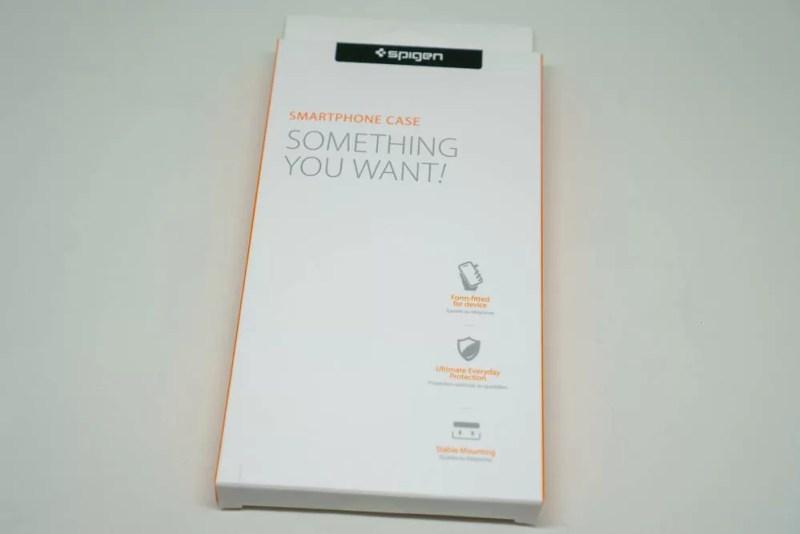 パッケージはSpigenお馴染みのデザイン