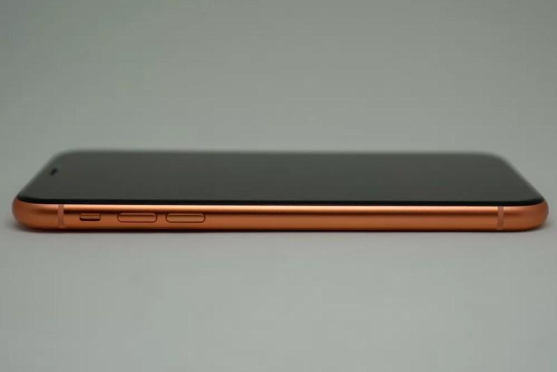 iPhone XRの左側面