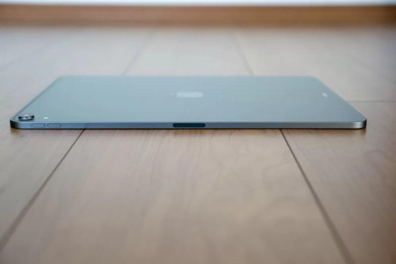 iPad Proを左側面からチェック