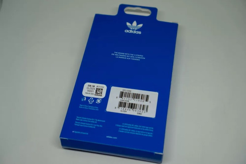 adidas Originals TPU Booklet Case BASIC iPhone XS Maxのパッケージ裏面