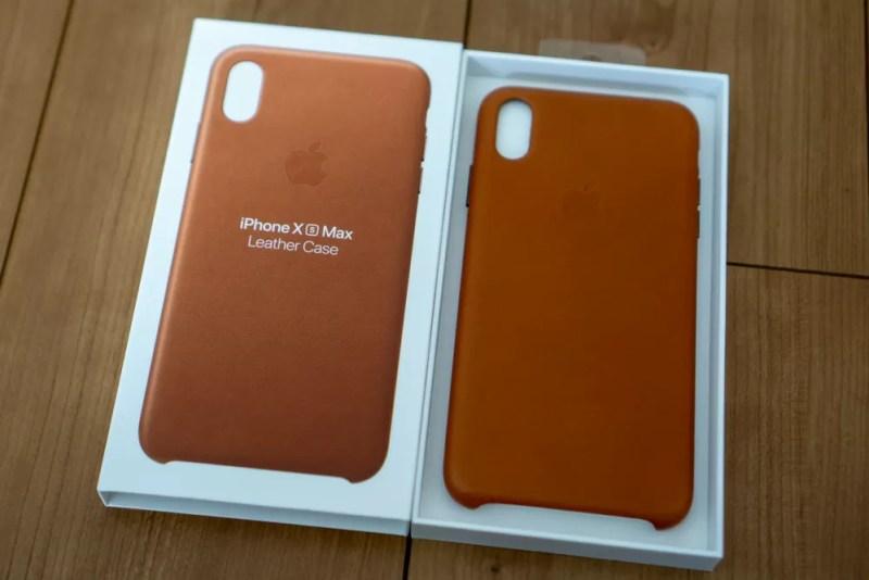 Apple純正iPhone用レザーケースパッケージを開けた状態