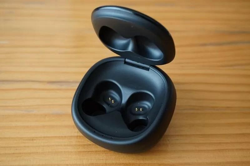 【Mpow T3 Bluetooth イヤホン】充電ケースを開けてイヤホンを取り出したところ