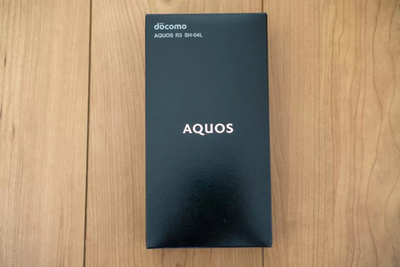 「AQUOS R3 SH-04L」パッケージ