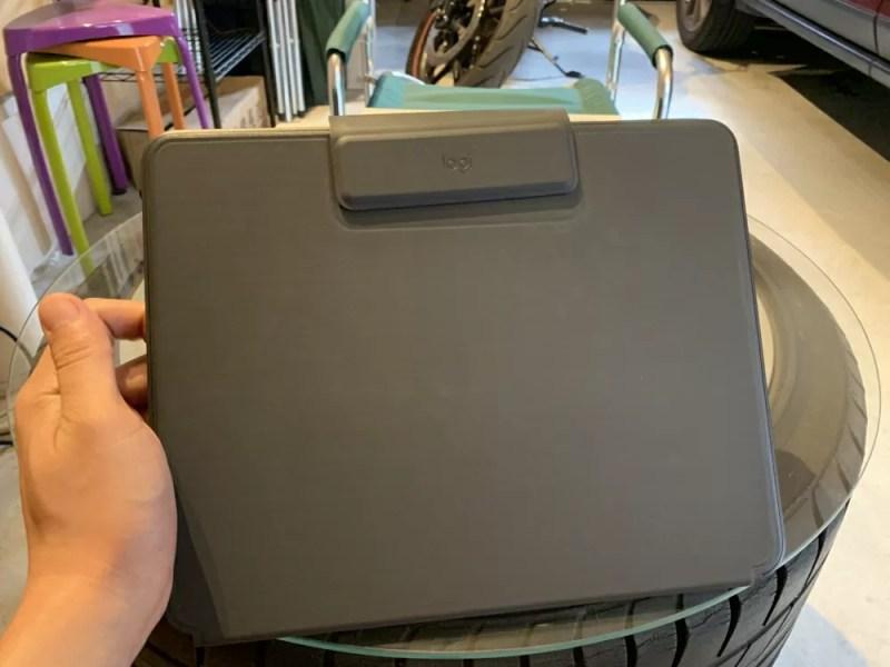 Slim Folio Proを装着したiPad Proを閉じた状態 表