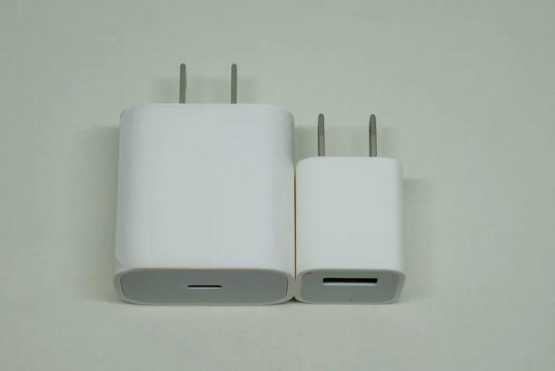 左:18W USB-C電源アダプタ左:5W USB電源アダプタ