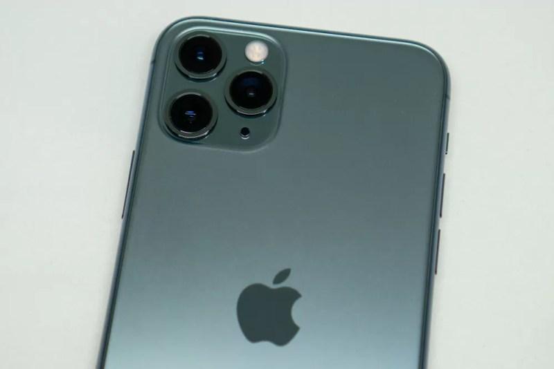 目玉のトリプルカメラ