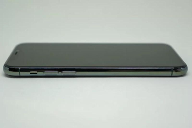 iPhone 11 Pro左側面