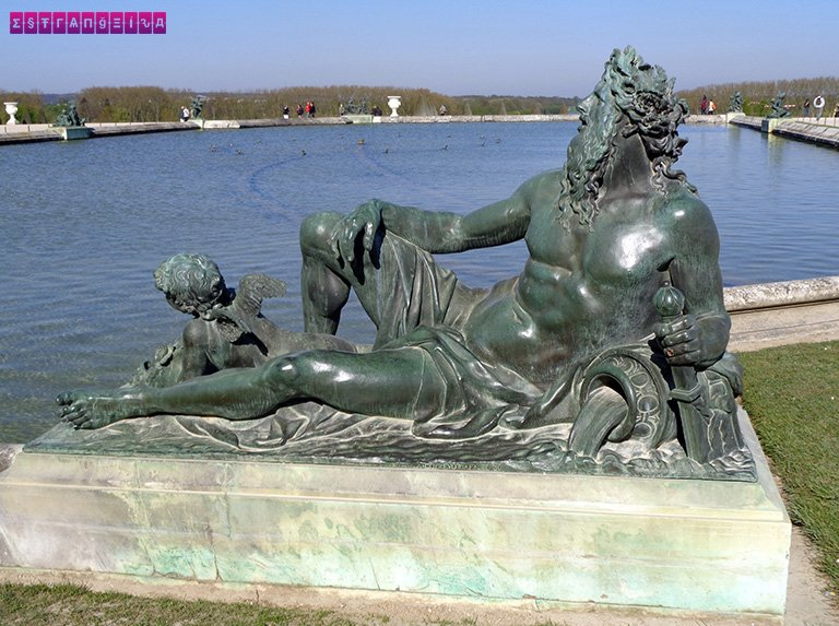 jardins-palacio-versalhes-frança-estatua