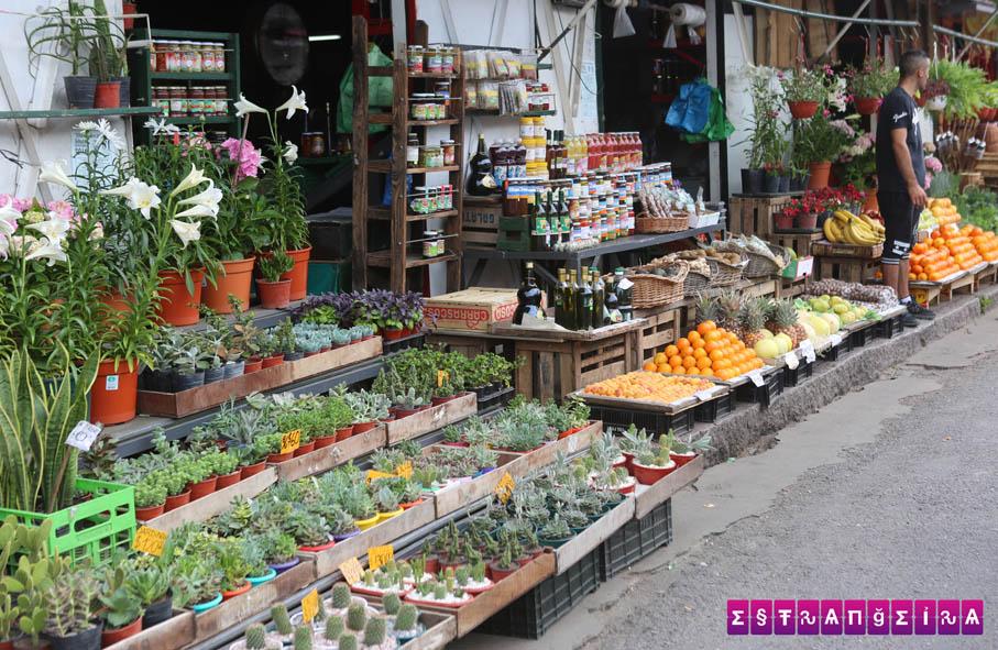 Lojas no Mercado de Frutos.
