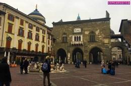 Begamo-Italia-piazza-vecchia