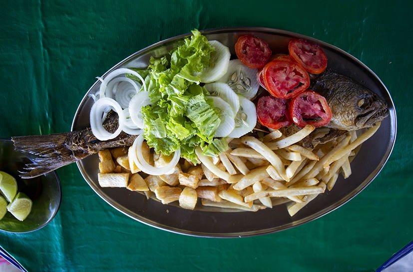 ilha-de-itamaraca-comida-barraca-praia-do-forte