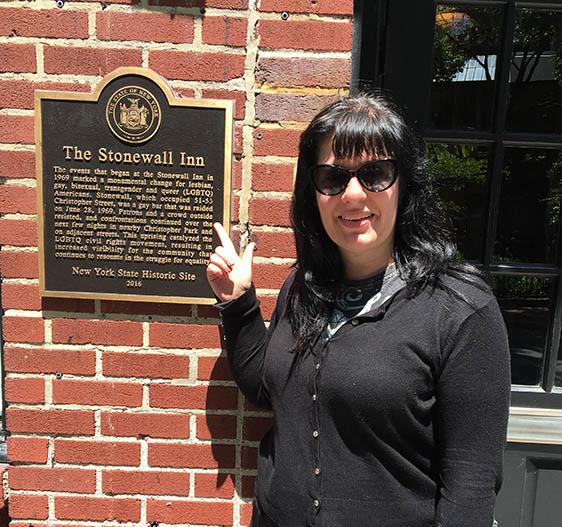 Stonewall-inn-placa