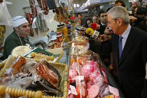 Touriño en el mercado de Teis.
