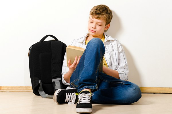 Adolescentes leen Estrella Flores