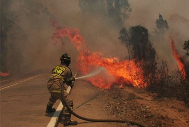 CONAF y CIDSTEM PUCV firman convenio para educación en prevención de incendios forestales