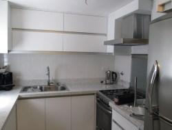 Hogar - Cocina - Laca blanca y aluminio