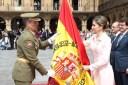 SM Reina Letizia, recibe la Nueva Bandera del Regimiento de Especialidades de Ingenieros Nº 11 de Salamanca (REI) desfilan juntas en la Plaza Mayor el 13 de Junio de 2016 en el Acto de entrega de la Nueva Bandera donada por el Ayuntamiento y la Diputación Provincial