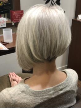 白髪は「活かす」のがおしゃれ☆素敵なグレーヘアスタイル ...