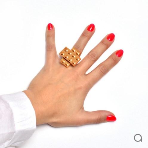 Agabag-Gold-plated-LEGO-bricks-8-ring-600x600