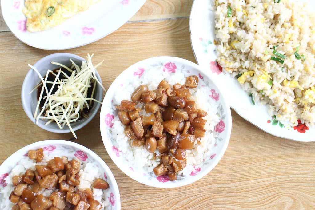 台南 永康在地將近30年小店深藏美味料理,魯透心的土豆肉燥飯,還有誘人鑊氣蛋炒飯都讓人心醉 台南市永康區 肉燥河小吃店