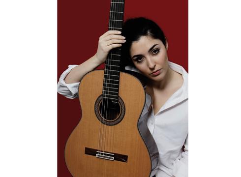 """Andrea Gonzalez Caballero: """"Musikari on batek jendearekin bat egiteko ahalmena izan behar du"""""""