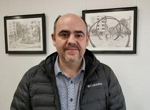 """Alberto Egurrola, marrazkilaria: """"Azitaingo gasolindegian ere badago edertasuna"""""""
