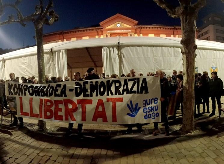 Kataluniari babesa agertu zaio Eibarren ere eta domekako mobilizaziora deitu dituzte herritarrak